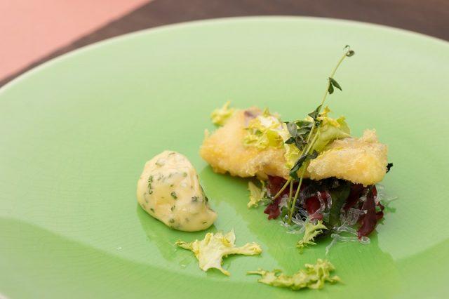 桜鯛とオマール海老の洋風天ぷらベアルネーズソース